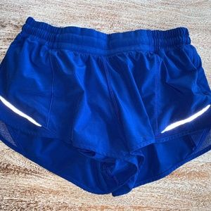 Lululemon Hotty Hot Size 8 Shorts- 2.5""